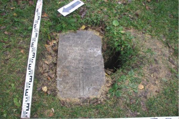На месте парка располагалось лютеранское кладбище