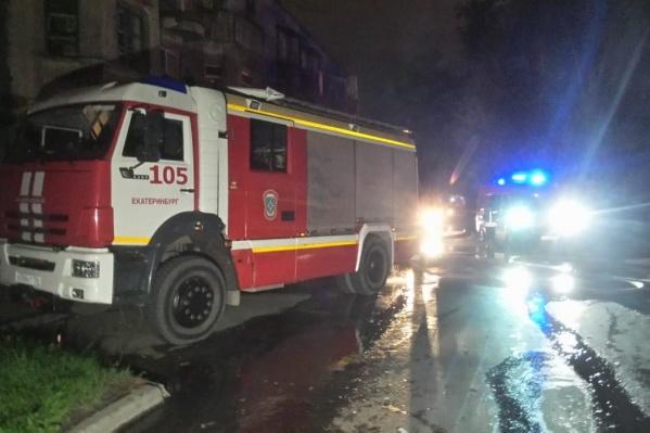 В Екатеринбурге сгорел двухэтажный дом
