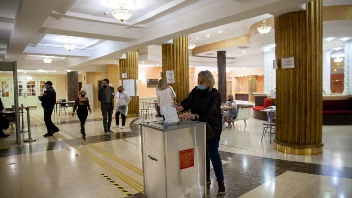 В Тюменской области открылись избирательные участки. Один — в драмтеатре
