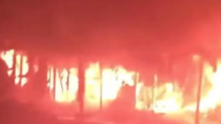 Крупный пожар на Канавинском рынке произошел сегодня ночью