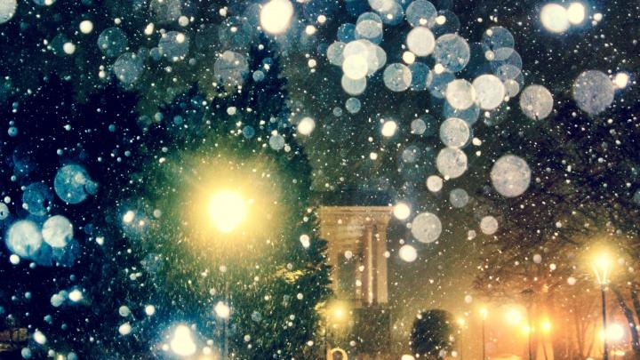 Это как полет к звездам: волгоградский фотограф сделал снимки ночной февральской метели
