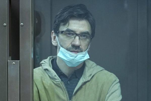 "В апреле суд <a href=""https://ngs.ru/text/health/2021/04/28/69889157/"" class=""_"" target=""_blank"">отложил заседание по делу Абызова</a> из-за его состояния. У экс-министра обнаружили коронавирус"