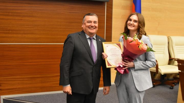 Валерий Сухих вручил награды победителям журналистской премии