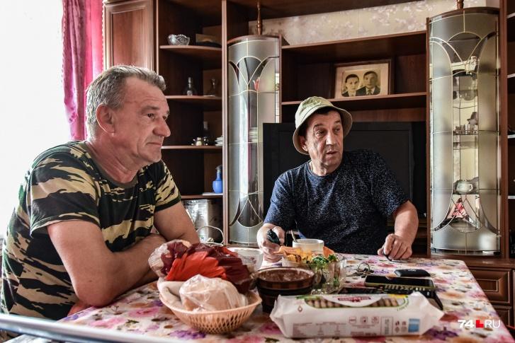 — Были у нас тут французы с дозиметрами, а я на мотоцикле ехал, — рассказывает Николай Шермин. — Они меня как увидели, говорят: «Уезжайте отсюда скорее!» А куда нам деваться-то?