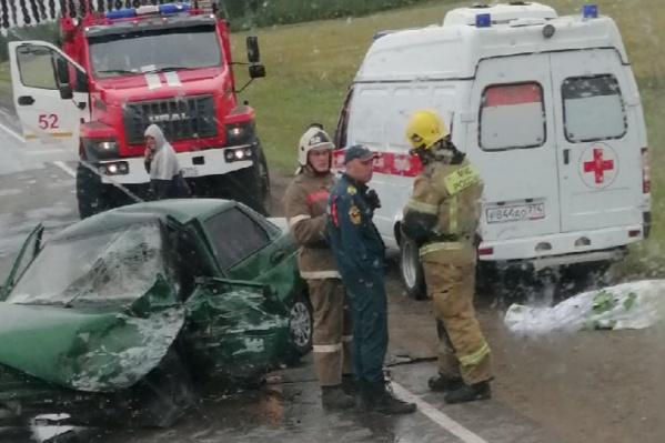 Водитель отечественной легковушки скончался на месте