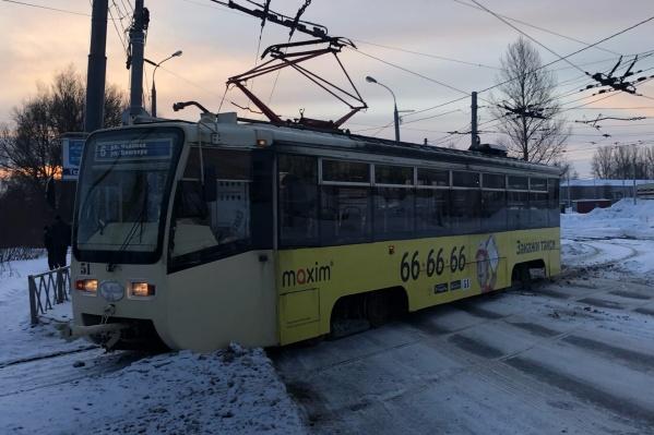 """В Ярославле трамвай <nobr class=""""_"""">№ 6</nobr> сошел с рельсов"""