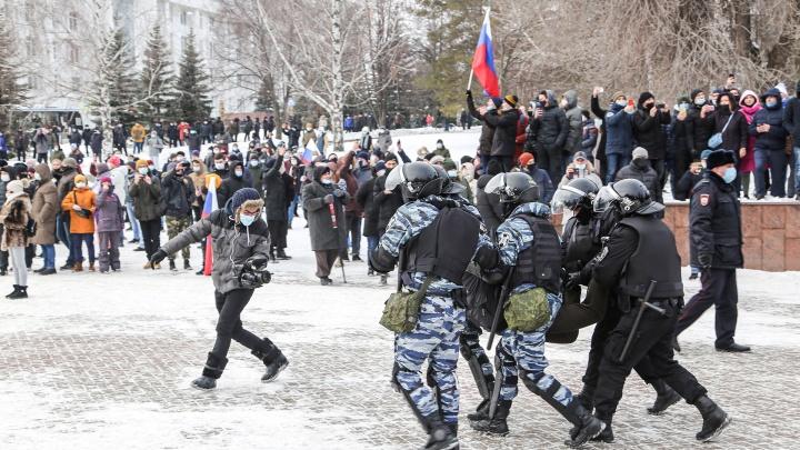 «Забирают всех подряд»: в Уфе на несанкционированном митинге задержали в общей сложности 40 человек