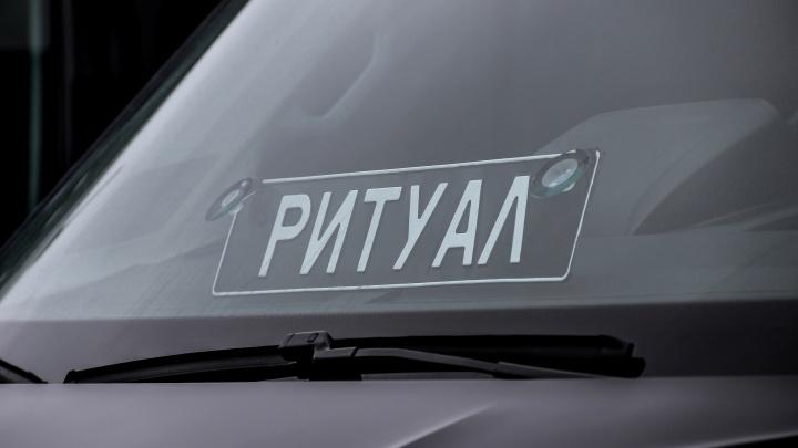 Как в девяностые: две ритуальные машины сгорели на Автозаводе в Нижнем Новгороде