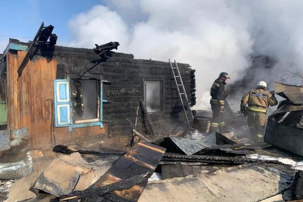 В горящем доме обрушилась крыша