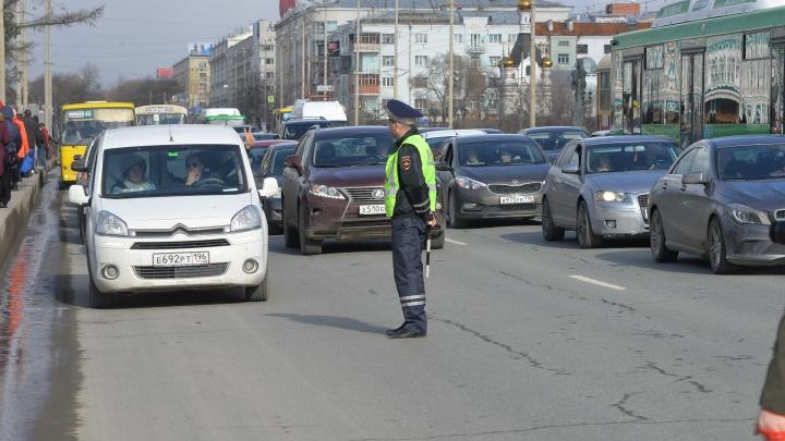 Хорошо стоим: в Екатеринбурге десятибалльные пробки