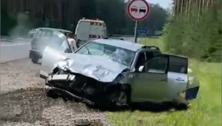 На трассе в Пермском крае столкнулись Lada Xray и внедорожник Toyota: погибла женщина