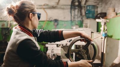 Найти работу стало легче? В Тюменской области резко снизился уровень безработицы