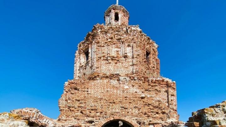 «Там расстреляли священника»: публикуем фоторепортаж из самой старой церкви Самарской области