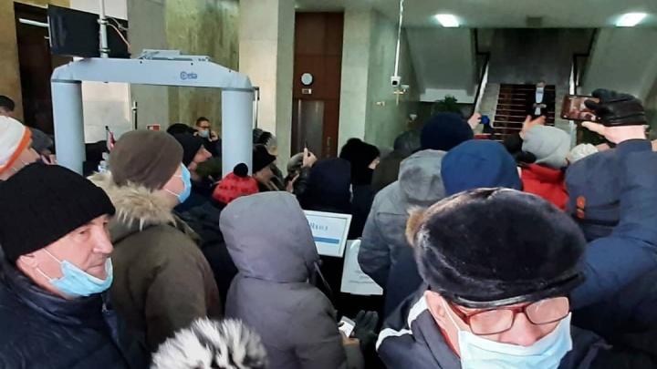 «Хабиров, выходи!» Жители Башкирии ворвались в Белый дом