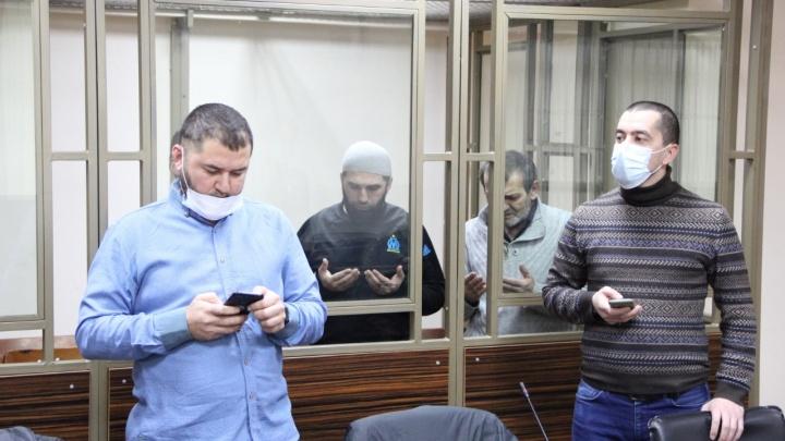 Суд в Ростове признал террористами и отправил в тюрьму трех крымских татар