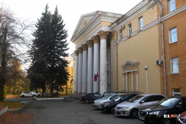 В этом здании на Луначарского работают журналистыГТРК «Урал»