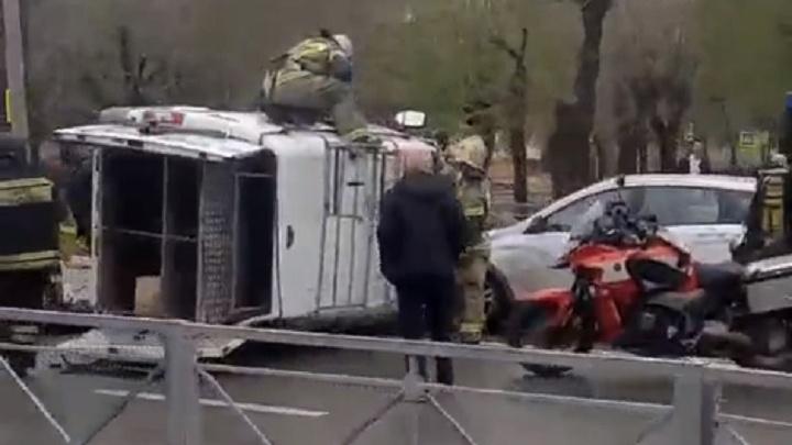В Волжском в ДТП попала спешащая на вызов машина спасателей