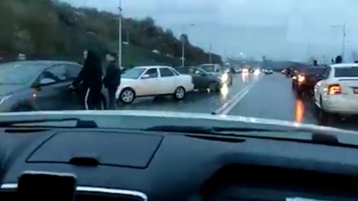 Уфимец заявил о дорожном заторе на набережной, нарушениях автомобилистами ПДД и бездействии ГИБДД