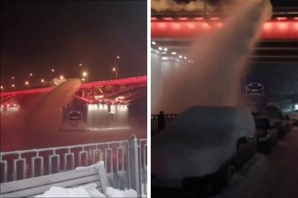 Дорожная техника муниципального предприятия «САТП» сбросила снег в реку