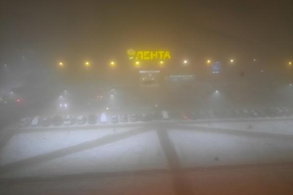 «Черное небо» в Красноярске в ноябре — не видно ничего