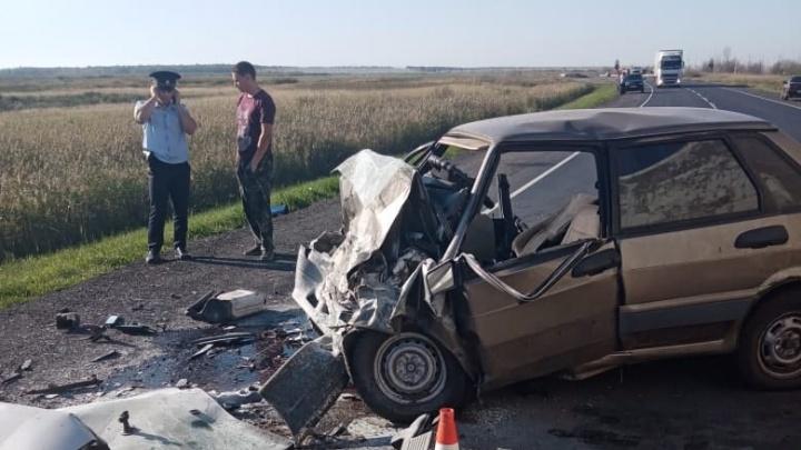 В тройном ДТП с фурой на трассе Тюмень — Омск погибли два водителя