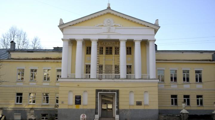 «Попросили всех оставаться в аудиториях». Екатеринбургский колледж предупредили о готовящемся теракте