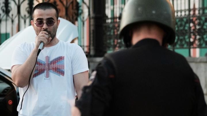 «Приехали сотрудники в касках и бронежилетах»: полиция прекратила выступление музыкантов на Плотинке