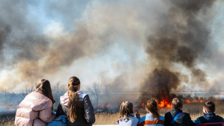 «Вещи и снаряжение сами покупаем»: омский пожарный — о нехватке кадров и зарплате