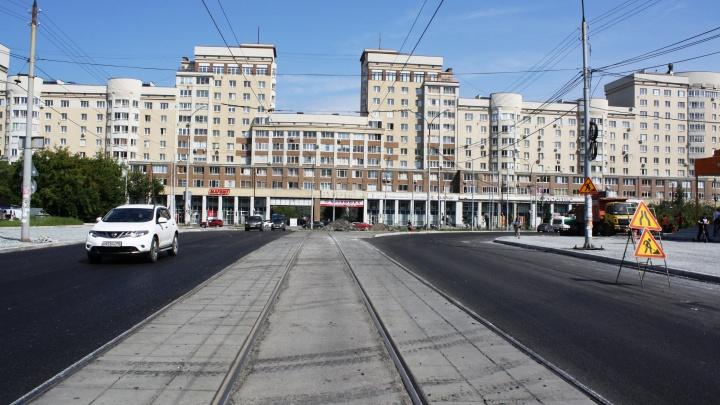 В Екатеринбурге отремонтировали многострадальную улицу Викулова