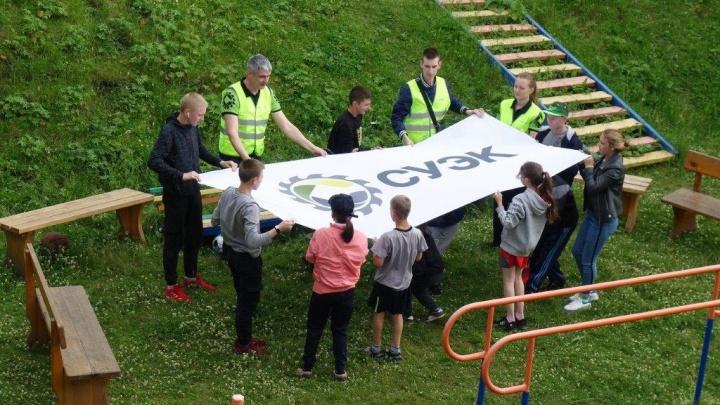 Волонтеры СУЭК сыграли в футгольф с воспитанниками детского дома