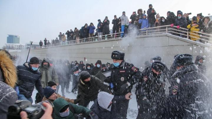 «А почему я должна бояться?» Задержанные на митинге в Уфе — о новой акции в поддержку Навального