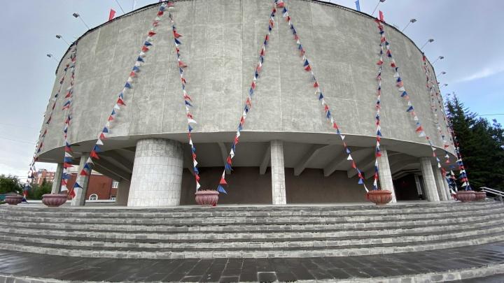 Тайна большой колонны: как строили здание администрации Центрального округа