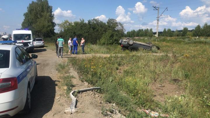 Под Екатеринбургом Audi вылетела с трассы и перевернулась. Пострадал пассажир