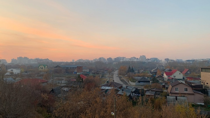 Тюменцы проснулись от едкого запаха гари: тлеют торфяники на юге города