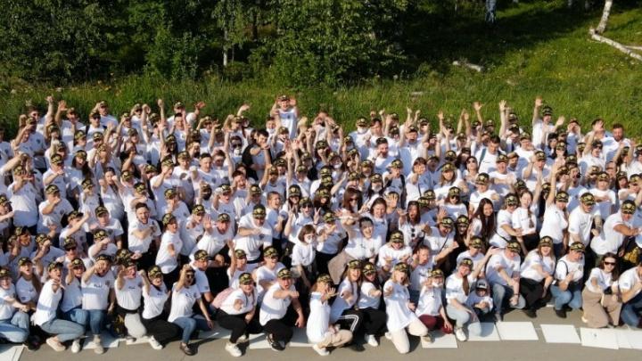 Армия сотрудников «Сима-ленд» устроила новую акцию рядом с Академическим