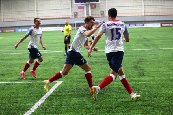 Защитник Денис Магадиев забивает во втором матче подряд