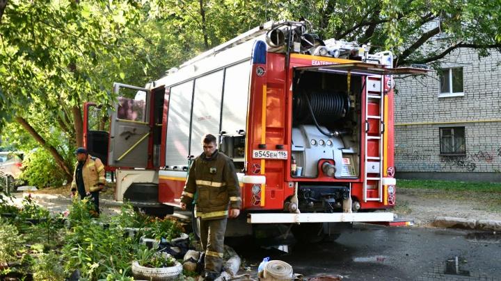 «Будто кто-то запускал фейерверк»: жильцы дома на Мичурина рассказали, как начался пожар