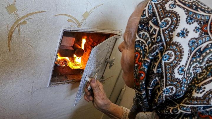 Бабушке из дома с печным отоплением на Добролюбова пообещали построить новую дровницу