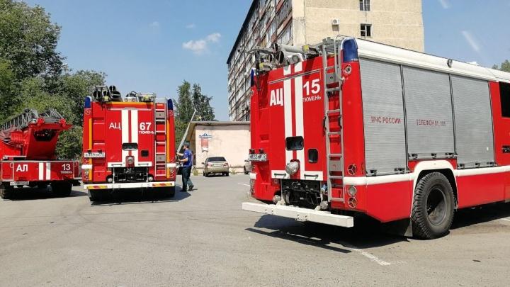 Скончался тюменец, который выпрыгнул с третьего этажа, спасаясь от пожара