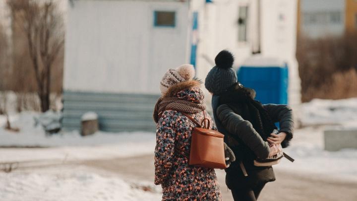 В первый день апреля в Тюмени бушует шквалистый ветер