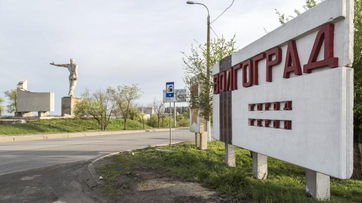 «Все хотят жить красиво, но живут как свиньи»: в Волгограде стоящие в пробке автомобилисты завалили мусором плотину ГЭС