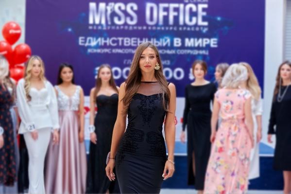 Екатерина — одна из трех екатеринбурженок, которые будут бороться за титул «Мисс Офис» и два миллиона рублей