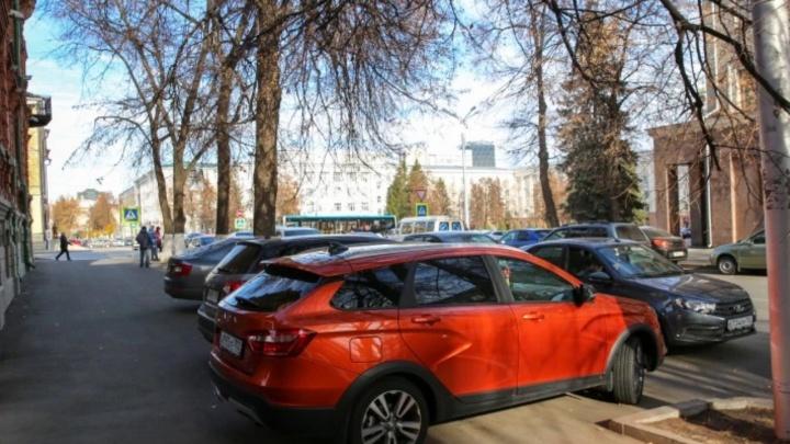 «Такое безобразие»: уфимцы — об автохамах, которые паркуются в неположенном месте