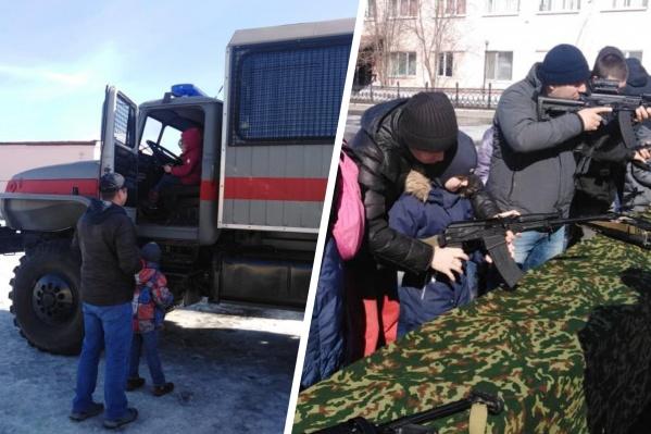 Детям дали посидеть в кабине служебного автомобиля и прицелиться из оружия