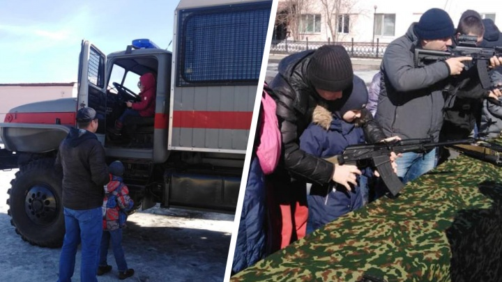 В Екатеринбурге бойцы ОМОНа провели экскурсию для детишек