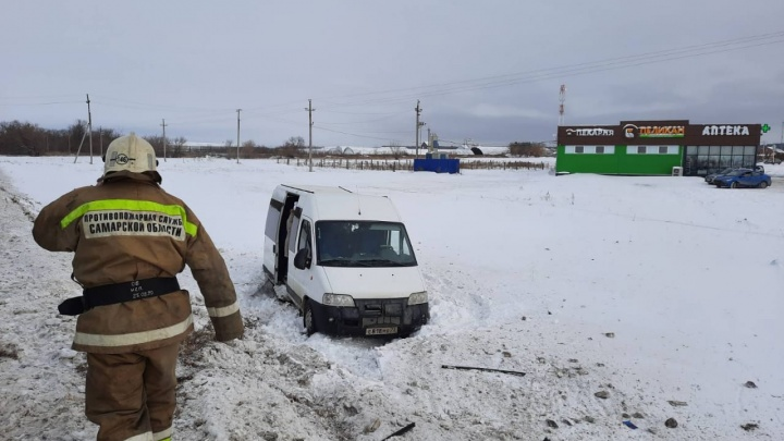 Смертельное ДТП: на трассе в Самарской области столкнулись маршрутка и грузовик