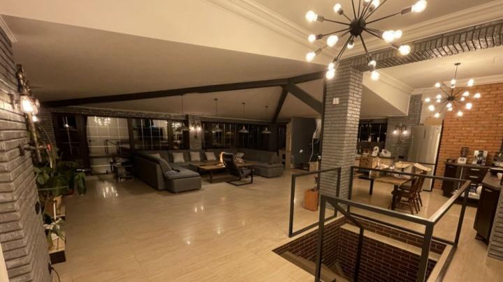 Дом за 100 млн рублей размером с целый сквер. Рассматриваем самые роскошные особняки под Уфой