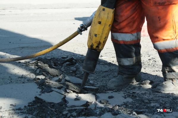 Прошлогодний ремонт улицы Пичугина в Кургане провалился, в этом году подрядчика пока так и не нашли