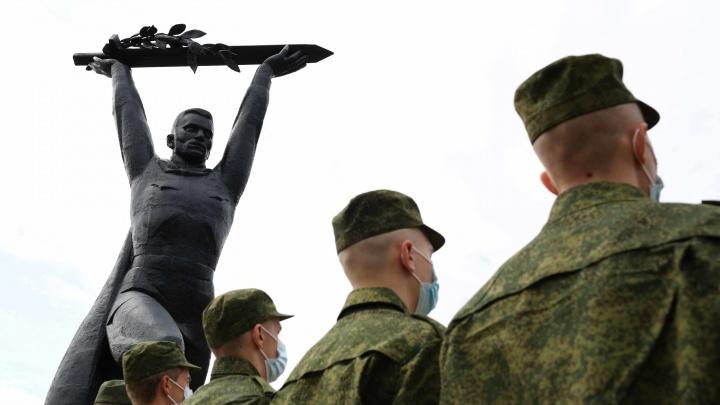 Теперь ты в элитных войсках: 15 фотографий с проводов в Президентский полк