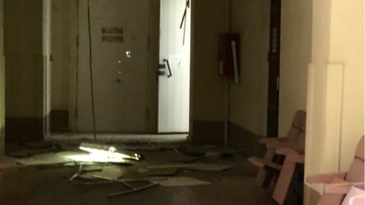 В историческом здании ЮФУ рухнул потолок. Студентов эвакуировали